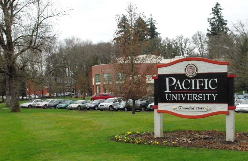 Pacific_University_entrance_sign